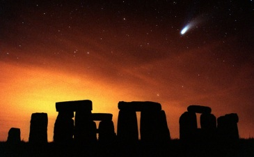 hale-bop-comet-over-stonehenge-march-1997